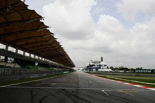 Sepang International Circuit, Sepang, Malaysia. Thursday 28 September 2017. Sepang circuit pit straight detail. World Copyright: Zak Mauger/LAT Images  ref: Digital Image _56I8942