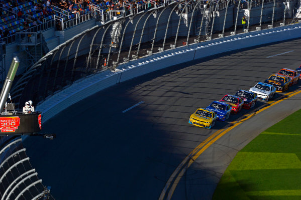 19-20 February, 2016, Daytona Beach, Florida USA Kasey Kahne leads the field into the darking shade of the tri-oval. ?2016, F. Peirce Williams LAT Photo USA