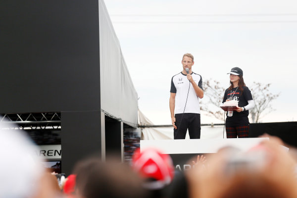 Suzuka Circuit, Suzuka, Japan.  Saturday 26 September 2015. Jenson Button, McLaren, addresses fans at the McLaren Honda stand. World Copyright: Alastair Staley/LAT Photographic ref: Digital Image _R6T1426