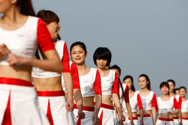 Shanghai International Circuit, Shanghai, China18th April 2009Grid Girls. Glamour. World Copyright: Charles Coates/LAT Photographicref: Digital Image _26Y4111