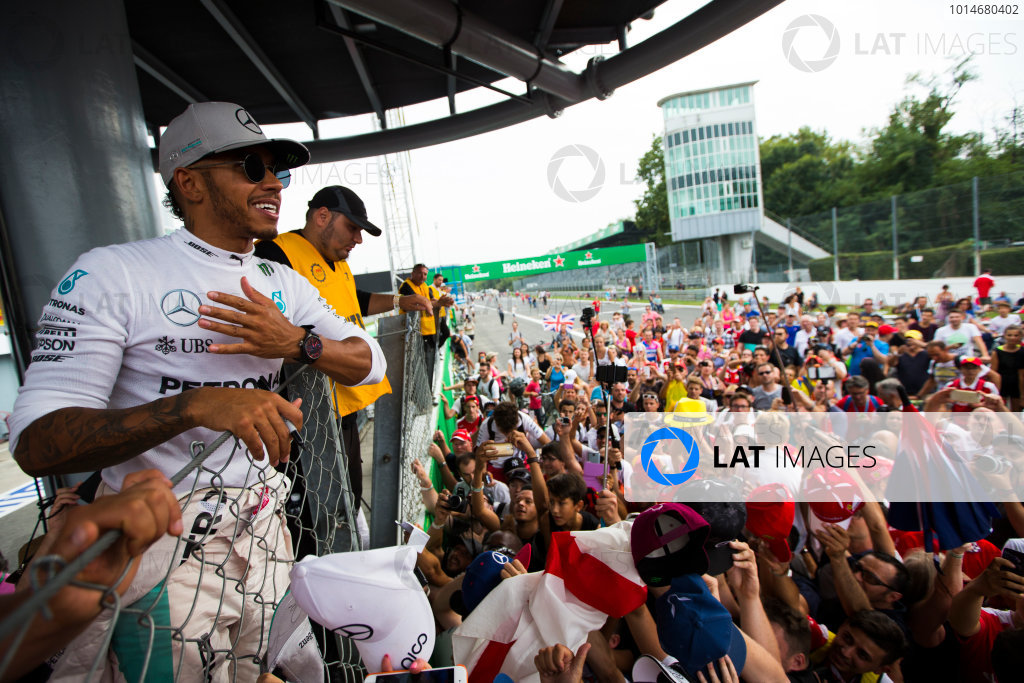 Autodromo Nazionale di Monza, Italy. Sunday 4 September 2016. Lewis Hamilton, Mercedes AMG, 2nd Position, celebrates with the fans after the race. World Copyright: Sam Bloxham/LAT Photographic ref: Digital Image _SBB9746