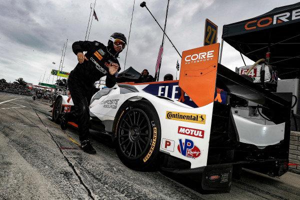 #54 CORE autosport ORECA LMP2, P: Jon Bennett, Colin Braun, pit stop