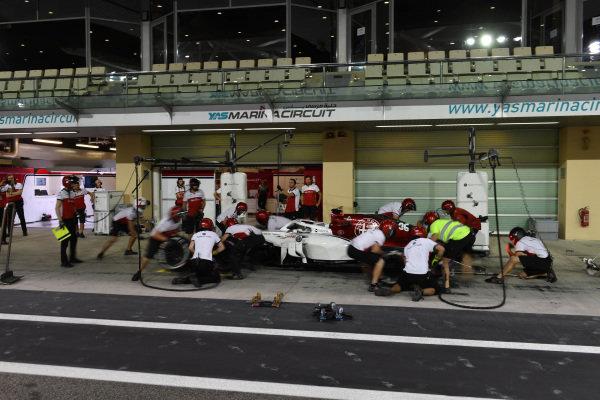 Antonio Giovinazzi, Alfa Romeo Sauber C37 pit stop