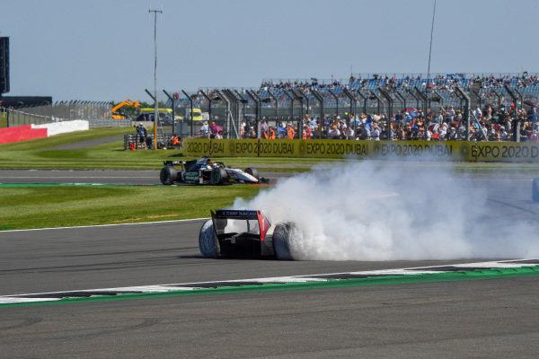 Robert Shwartzman (RUS, Prema Racing), spins