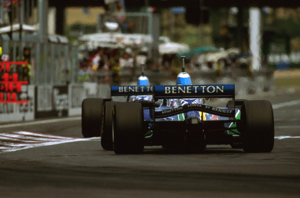 Magny-Cours, France.28-30 June 1996.Gerhard Berger (Benetton B196 Renault) 4th position right behind his teammate Jean Alesi (Benetton B196 Renault).Ref-96 FRA 12.World Copyright - LAT Photographic