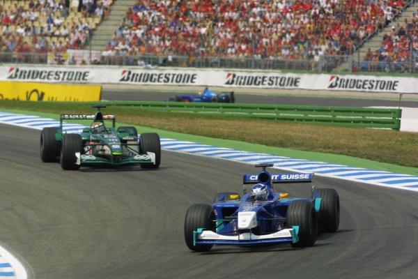 2001 German Grand Prix - RaceHockenheim, Germany. 29th July 2001Kimi Raikkonen, Sauber Petronas C20, leads Eddie Irvine, Jaguar R2, action.World Copyright - LAT PhotographicRef: 9 MB Digital File Only