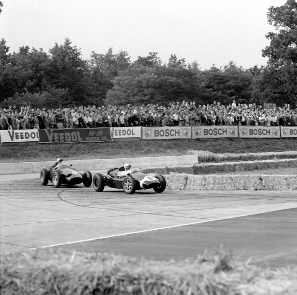 1959 German Grand Prix.Avus, Berlin, Germany.31/7-2/8 1959.Maurice Trintignant (Cooper T51Climax) leads Jo Bonnier (BRM P25) in the Hairpin.Ref-4694.World Copyright - LAT Photographic