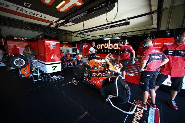 Chaz Davies, Aruba.it Racing-Ducati Team garage