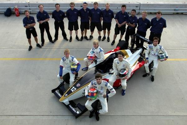 2004 Carlin Motorsport team shot.Formula BMW UK Championship, Rockingham, England, 4-5 September 2004.DIGITAL IMAGE.