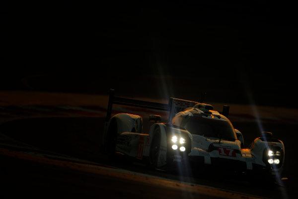 2015 FIA World Endurance Championship Bahrain 6-Hours Bahrain International Circuit, Bahrain Saturday 21 November 2015. Timo Bernhard, Mark Webber, Brendon Hartley (#17 LMP1 Porsche AG Porsche 919 Hybrid). World Copyright: Alastair Staley/LAT Photographic ref: Digital Image _79P1286