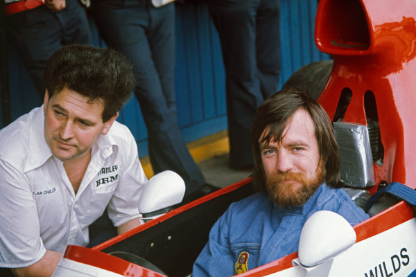 1975 Argentinian Grand Prix  Buenos Aires, Argentina. 10-12th January 1975.  Mike Wilds, BRM P201, with chief mechanic Alan Challis.  Ref: 75ARG16. World copyright: LAT Photographic