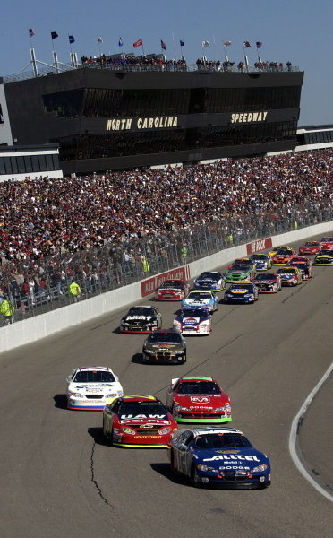 Pole sitter Ryan Newman (USA), ALLTEL Dodge, leads the start.   