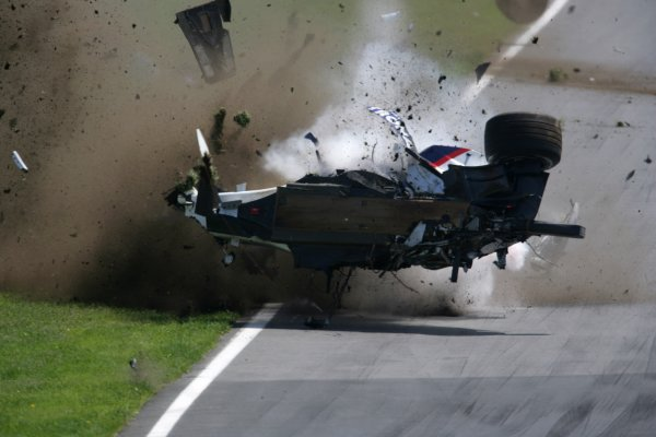 2007 Canadian Grand Prix - Sunday RaceMontreal, Canada.10th June 2007.Robert Kubica, BMW Sauber F1 07. Crashes heavily during the race. Action. World Copyright: Andrew Ferraro/LAT Photographicref: Digital Image VY9E5901