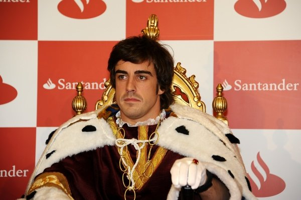 Fernando Alonso (ESP), Ferrari, dressed as one of the three wise men.
