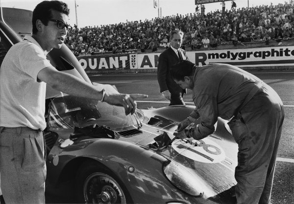 Le Mans, France. 19th - 20th June 1965 Nino Vaccarella/Pedro Rodriguez (Ferrari 365 P2/P1), 7th position, pit stop action. World Copyright: LAT PhotographicRef: Autocar Used Pic 25th June 1965 Pg 1271.