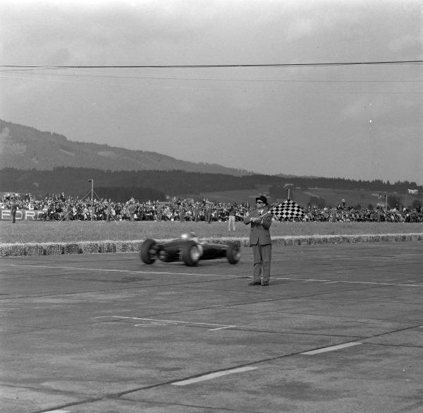 Lorenzo Bandini, Ferrari 156 Aero, crosses the finish line and takes the chequered flag to secure his sole championship grand prix win.