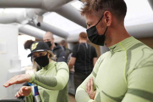 Jenson Button (GBR), JBXE Extreme-E Team, and Mikaela Ahlin-Kottulinsky (SWE), JBXE Extreme-E Team