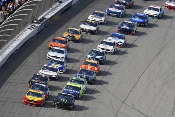 #22: Joey Logano, Team Penske, Ford Mustang Shell Pennzoil and #1: Kurt Busch, Chip Ganassi Racing, Chevrolet Camaro Monster Energy