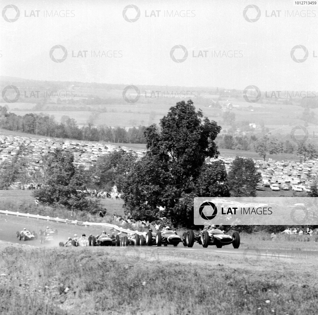 1961 United States Grand Prix, Watkins Glen, USA.Jack Brabham (Cooper T58-Climax) leads Stirling Moss (Lotus 18-Climax) and Graham Hill (BRM P48/57-Climax) at the start.Ref-10921.World - LAT Photographic
