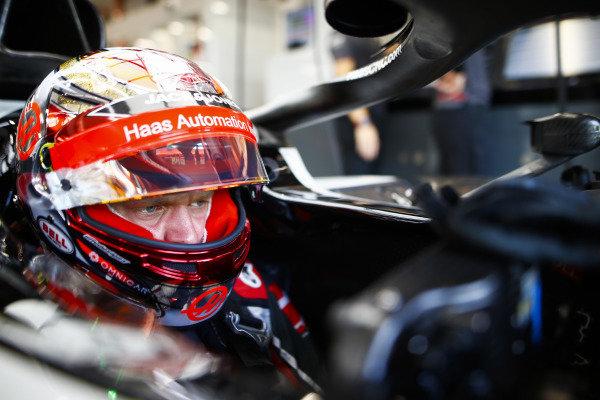 Kevin Magnussen, Haas F1 Team, in cockpit.