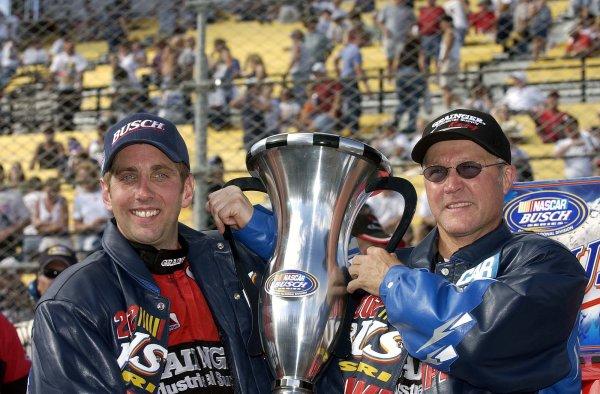 2002 NASCAR Phoenix, USA November 09-10, 2002 Checker Auto Parts 500 ,Phoenix International Raceway-Greg Biffle with crew chief Randy Goss holding the championship trophy,-Robt LeSieur2002LAT Photographic
