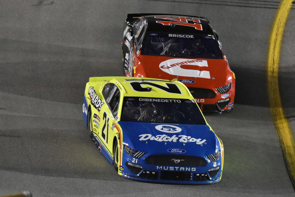 #21: Matt DiBenedetto, Wood Brothers Racing, Ford Mustang Menards/Dutch Boy and #14: Chase Briscoe, Stewart-Haas Racing, Ford Mustang Cummins/Rush Truck Centers