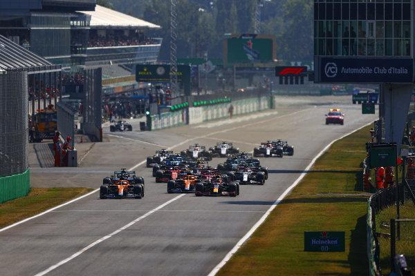 Daniel Ricciardo, McLaren MCL35M, leads Max Verstappen, Red Bull Racing RB16B, Lando Norris, McLaren MCL35M, Sir Lewis Hamilton, Mercedes W12, Charles Leclerc, Ferrari SF21, and the rest of the field at the start