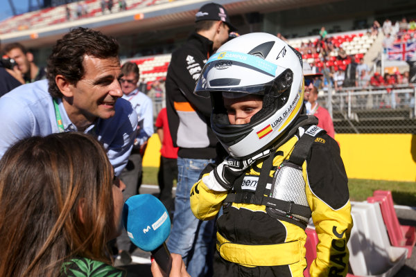 Circuit de Catalunya, Barcelona, Spain. Thursday 11 May 2017. Pedro de la Rosa, meets a junior RACC Karter. World Copyright: Dom Romney/LAT Images ref: Digital Image AM1T9963