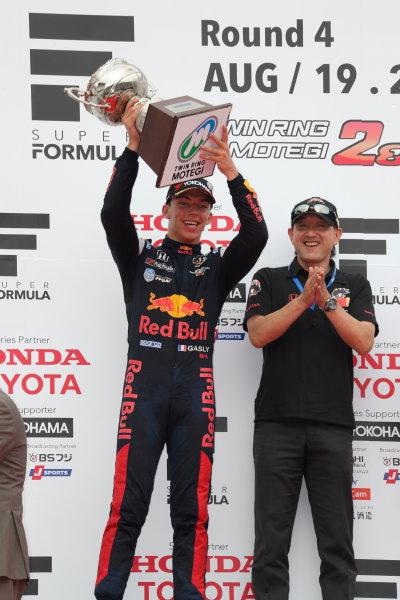 2017 Japanese Super Formula. Motegi, Japan. 19th - 20th August 2017. Rd 4. Winner Pierre Gasly ( #15 TEAM MUGEN SF14 ) podium portrait World Copyright: Yasushi Ishihara / LAT Images. Ref: 2017SF_Rd4_010
