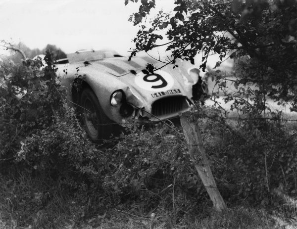 Le Mans, France. 12-13 June 1954 Jean Behra pushes his Gordini T24S as it retires with ignition failure during the night. Behra shared with Andre Simon World Copyright: LAT PhotographicRef: Autosport b&W print. Published: Autosport, 18/6/1954 p782