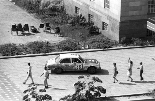 Bert Shankland / E. Chris Bates, Peugeot 504.
