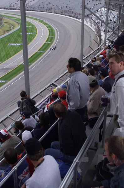 2001 American Grand Prix - QualifyingIndianapolis, United States. 29th September 2001.The crowd watch the progress of Mika Hakkinen, West McLaren Mercedes MP4/16, action.World Copyright: Steve Etherington/LAT Photographicref: 18mb Digital Image