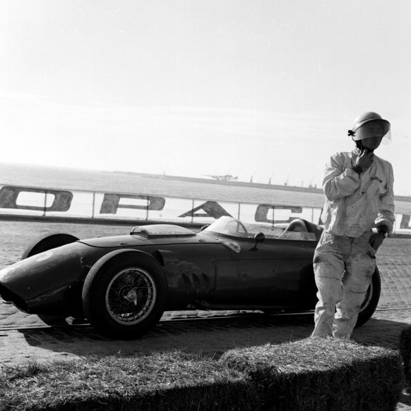 1960 Portuguese Grand Prix.Porto, Portugal.12-14 August 1960.Phil Hill (Ferrari Dino 246).Ref-7111.World Copyright - LAT Photographic