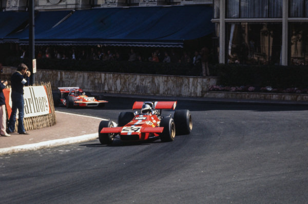 Piers Courage, De Tomaso 308 Ford leads Jo Siffert, March 701 Ford.