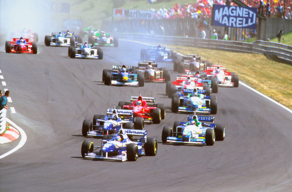 Hungaroring, Budapest, Hungary.9-11 August 1996.Jacques Villeneuve leads Damon Hill (Williams FW18 Renault) with Jean Alesi (Benetton B196 Renault) alongside into Turn 1 at the start.Ref-96 HUN 08.World Copyright - LAT Photographic