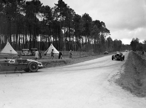 Charles E. C. Martin / Charles Brackenbury, R. H. Eccles, Aston Martin 1.5, leads Johnny Hindmarsh / Luis Fontés, Fox & Nichol, Lagonda Rapide M45.