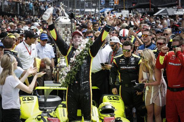 Winner Simon Pagenaud, Team Penske Chevrolet, Victory Lane, podium, milk, celebration