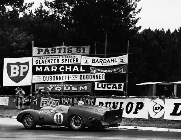 Le Mans, France. 10th - 11th June 1961. Willy Mairesse/Mike Parkes (Ferrari 250 TRI/61), 2nd position, action.  World Copyright: LAT Photographic. Ref:  Autocar Used Pic 16th June 1961 Pg 959.