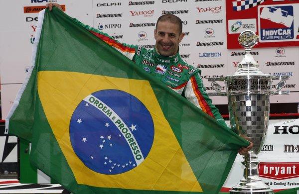 19-21 April, 2007, Twin Ring Motegi, JapanTony Kanaan with Brazilian flag©2007, Dan Streck, USALAT Photographic