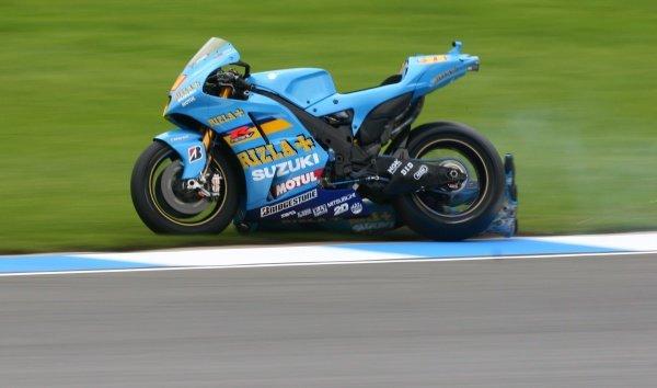 2007 Moto GP British Grand Prix.Donington Park, England.22nd-24th June 2007.Chris Vermeulen (Rizla Suzuki Moto GP, Suzuki GSV-R XRG0) high-siding in craner curves. Action, sequence, crash.World Copyright: Kevin Wood/LAT Photographicref: Digital Image IMG_5038