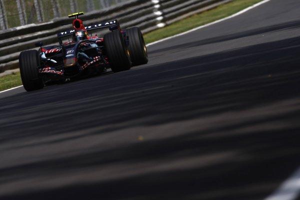 2007 Italian Grand Prix - Friday PracticeAutodromo di Monza, Monza, Italy.7th September 2007.Sebastian Vettel, Toro Rosso STR02-Ferrari. Action. World Copyright: Lorenzo Bellanca/LAT Photographicref: Digital Image _64I5008