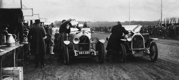1923 Le Mans 24 hours. Le Mans, France. 26th - 27th May 1923. Gerard de Courcelles / Andre Rossignol (La Lorraine-Dietrich B3-6), 7th position, refuels next to Leon Molon / Lucien Molon (Vinot Deguingand BP 10 HP), 26th position, during a pit stop, action.  World Copyright: LAT Photographic.  Ref:  B/W Print.
