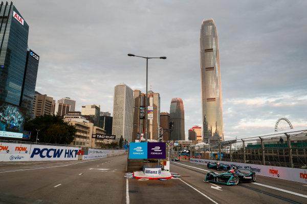 2017/2018 FIA Formula E Championship. Round 1 - Hong Kong, China. Saturday 02 December 2017. Mitch Evans (NZL), Panasonic Jaguar Racing, Jaguar I-Type II, leads Oliver Turvey (GBR), NIO Formula E Team, NextEV NIO Sport 003. Photo: Sam Bloxham/LAT/Formula E ref: Digital Image _J6I3757
