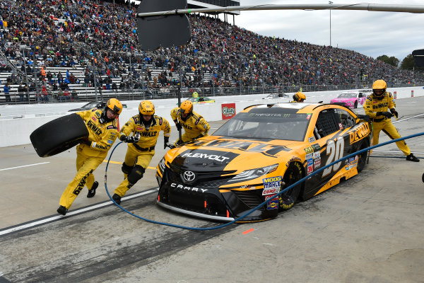 Monster Energy NASCAR Cup Series First Data 500 Martinsville Speedway, Martinsville VA USA Sunday 29 October 2017 Matt Kenseth, Joe Gibbs Racing, DEWALT Flexvolt Toyota Camry pit stop World Copyright: Scott R LePage LAT Images ref: Digital Image lepage-171029-mart-8400