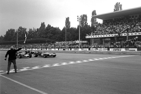 Jackie Stewart(GBR) Matra MS80 takes the flag to win just ahead of Jochen Rindt(AUT) Lotus 49B, and Jean Pierre Beltoise(FRA) Matra MS80 Italian GP, Monza, 8 September 1969