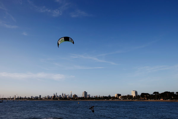 Preview Albert Park, Melbourne, Australia. Wednesday 12 March 2014. Kite surfers World Copyright: Charles Coates/LAT Photographic. ref: Digital Image _N7T4399