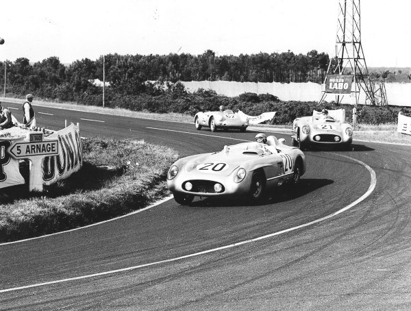 """Le Mans, France. 11-12 June 1955.""""Pierre Levegh"""" leads Karl Kling/Andre Simon (both Mercedes-Benz 300SLR) and Helmuth Glockler/Jaroslav Juhan (Porsche 550). After 2 hours of the race """"Levegh"""" crashed into the crowd killing himself and 82 spectators in the worst accident in motor racing history. Ref-Autocar C43743.World Copyright - LAT Photographic"""