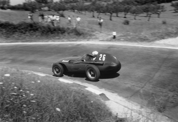 Pescara, Italy. 16th - 18th August 1957. Stirling Moss (Vanwall VW5) 1st position, action.World Copyright: LAT Photographic.Ref: 474 -3A.