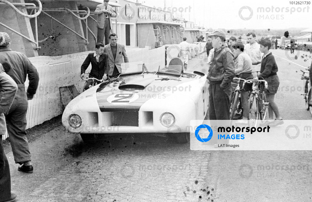 Le Mans, France.24-25 July 1950.Briggs Cunningham/Phil Walters (Cadillac Spyder), 11th position.Ref-Motor L3793A/32A.World Copyright - LAT Photographic