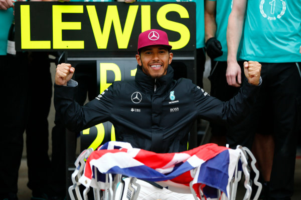 Circuit Gilles Villeneuve, Montreal, Canada. Sunday 12 June 2016. Lewis Hamilton, Mercedes AMG, 1st Position, celebrates with his team. World Copyright: Andy Hone/LAT Photographic ref: Digital Image _ONY9258